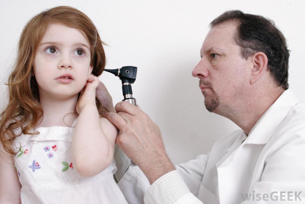 Trẻ bị viêm tai giữa cấp có mủ 1