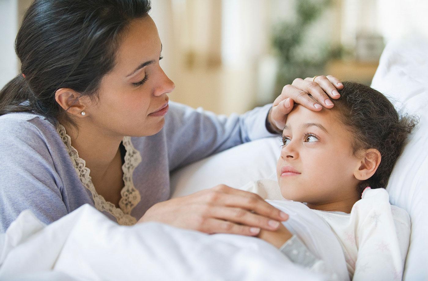 chăm sóc trẻ bị viêm họng tại nhà