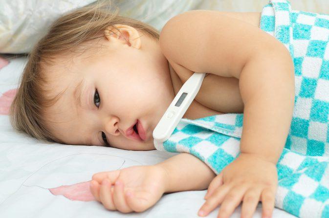 Trẻ bị viêm họng cấp cứu