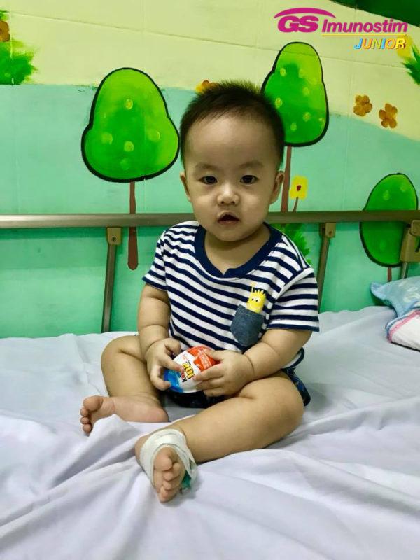 Bé Khoai nằm điều trị tại bệnh viện Đa khoa Quốc tế Vinmec Đà Nẵng