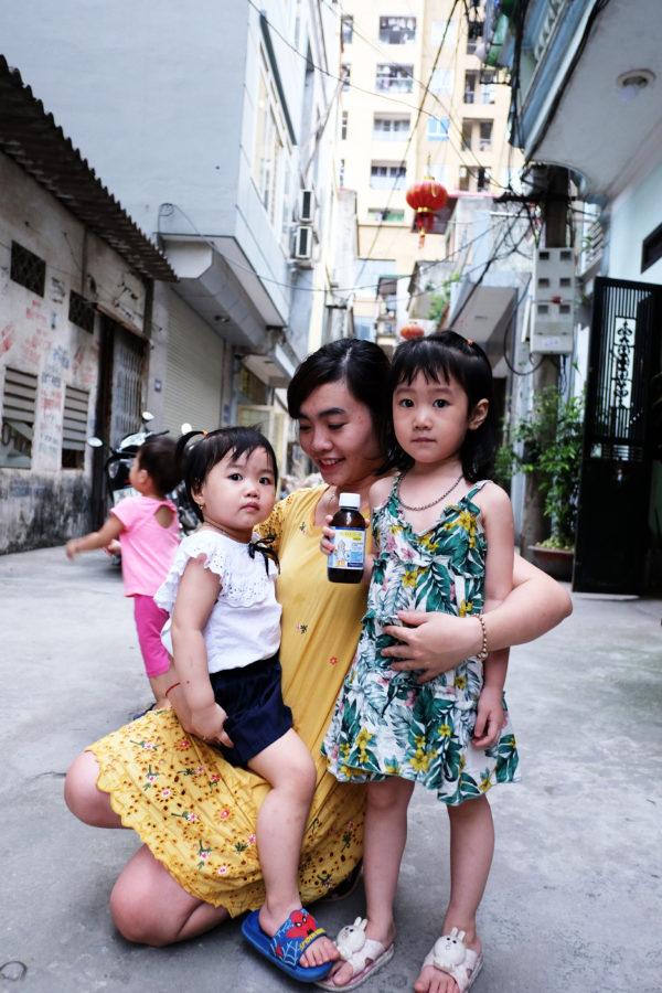 Chị Thủy và 2 bé Bống, Bang